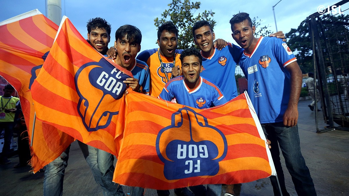 Fans of FC Goa turn up in numbers to support their team.-min