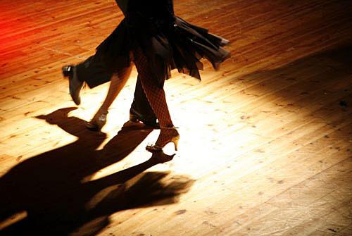 teach-ballroom-dancing-min